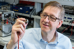 - Motor condition monitoring without sensors: By transforming the motor itself into a sensor, the team led by Professor Matthias Nienhaus are creating smart motors.